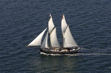 sailing-cruises-on-board-the-schooner-mira